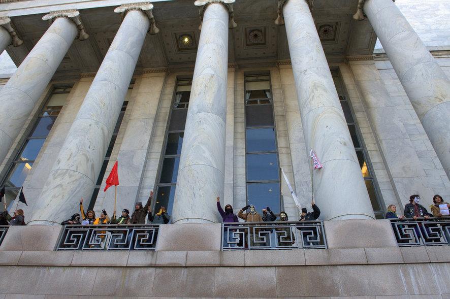 Протест 2011 года, когда  «оккупанты» пробрались на галерею одного из зданий Конгресса
