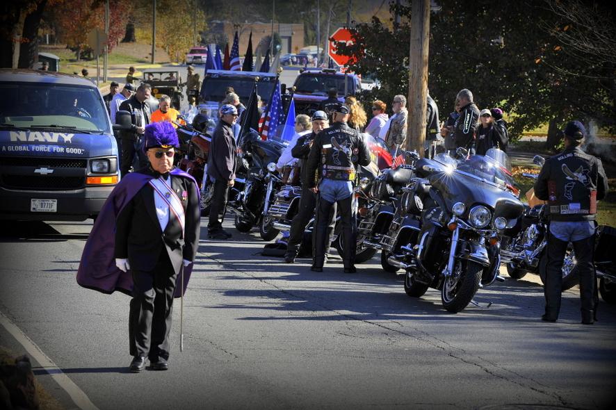 Масон и байкеры. Перед началом парада