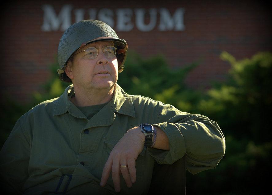 Ветеран Вьетнама в форме того времени