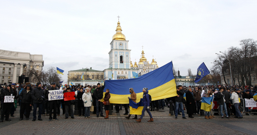 People supporting EU integration hold a rally in front of the Mikhailovsky Zlatoverkhy Cathedral in Kie
