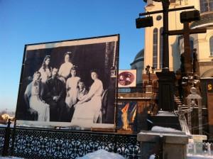 Для многих россиян сегодня судьба семьи Романовых символизирует собой злодеяния, в результате которых в коммунистические времена погибло несколько миллионов человек. Фото: Джеймс Брук, «Голос Америки»