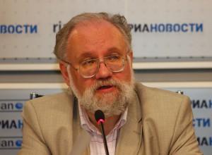 Глава российского ЦИКа Владимир Чуров сообщил журналистам, что, по его мнению, многие иностранные наблюдатели на выборах – шпионы. Теперь он планирует провести мониторинг президентских выборов в США.