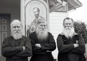 Разделены при рождении? Нет, Беринговым проливом! Как и Чуров, эти американские староверы тоже носят длинные белые бороды.