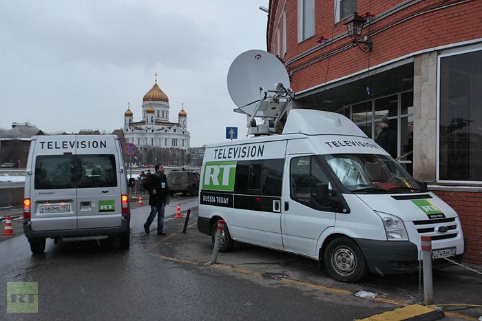 Микроавтобусы англоязычного телеканала RT стали привычным зрелищем в Москве. Во время недавней избирательной кампании два из них были припаркованы у штаб-квартиры кандидата в президенты Михаила Прохорова. Фото: RT