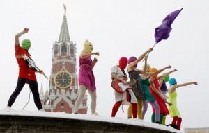 Находясь в зените своей славы, участники группы Pussy Riot по-настоящему досадили Кремлю. 20 января они провели на Красной площади молниеносное выступление в знак протеста против выдвижения Владимира Путина на третий президентский срок. Он выиграл выборы 4 марта и теперь будет президентом до 2018 года. Фото: Reuters/Денис Синяков