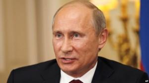 «Золотой человек России»? Президент Путин на встрече с журналистами 2 августа, в ходе визита в Великобританию, где он провел переговоры с премьер-министром Дэвидом Кэмероном и поболел за российских атлетов на Лондонской олимпиаде. Photo: AP