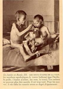 Основная масса продовольственной помощи, направленной 10 миллионам россиян в разгар голода 1921-1922 годов, поступила из США. Ее организацию координировал Фритьоф Нансен, норвежский исследователь, являвшийся верховным комиссаром Международного комитета по оказанию помощи России. На этой фотографии изображены два мальчика, находящиеся при смерти от истощения. Нансен сделал ее в начале 1922 года и использовал в Европе и Соединенных Штатах в листовках с призывами о сборе средств на оказание продовольственной помощи России.