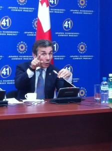 Бидзина Иванишвили, лидер коалиции «Грузинская мечта» и будущий премьер-министр страны, отвечает на вопрос: Являетесь ли Вы кремлевским проектом? Фото: «Голос Америки»/Джеймс Брук