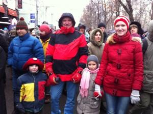 Московская семья на марше против запрета усыновлений американцами. Фото: Джеймс Брук.