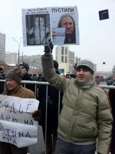 Этого человека не потрясли теплые отношения между актером Жераром Депардье, отказавшимся от французского гражданства из-за налогов, и российским президентом Владимиром Путиным. Фото: Джеймс Брук, «Голос Америки».
