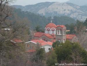 Принадлежность большинства киприотов православной церкви добавляло чувства комфорта россиянам. Православный храм в городе Платрес. Фото: Кипрская организация по туризму.