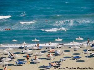 Россияне отдыхают на солнечном юге острова, где их ждут пляжи Айя-Напы. Фото: Кипрская организация по туризму.