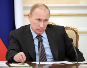 Люди привыкли видеть Путина в образе строгого надзирателя. На этой фотографии он проводит совещание кабинета министров. Фото: Reuters/ Алексей Другинин