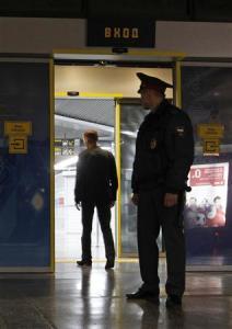 Сотрудник МВД охраняет недавно построенный международный аэропорт Сочи. Фото: Александр Демьянчук/Reuters.