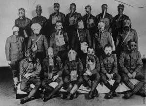 Назад в будущее? Так солдаты готовились к боям во время Первой мировой войны. Век спустя станут ли противогазы необходимостью в гражданской войне в Сирии?