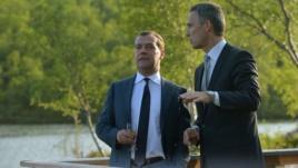 Президент Дмитрий Медведев и премьер Норвегии Йенс Столтенберг на Арктическом саммите в июне. Полагаю, что у обоих были «разрешения на пребывание в приграничной зоне». Photo: Reuters