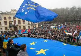 С географической точки зрения, Украина целиком и полностью – Европа. Опрос населения страны показал, что украинцы предпочитают западное направление восточному – в пропорции два к одному. Photo: Reuters/Gleb Garanich