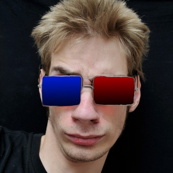 Teenager wears 3D Glasses (Photo: Evan/photoextremist.com)
