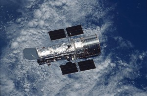 The Hubble in orbit above the Earth (Photo: NASA)