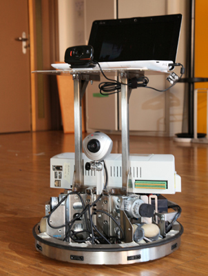 A semi-autonomous robot can be controlled with the brain waves of paralyzed patients. (Photo: José del R. Millán)