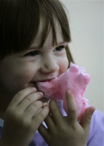 Little girl snacks on cotton candy (Photo: AP Photo/Carolyn Kaster)