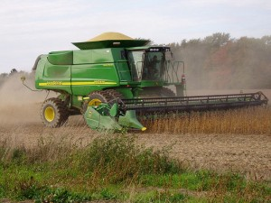 Soybeans being harvested (Photo: Jake was here via Wikimedia Commons)