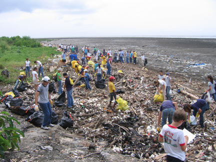 A group of volunteers gather to clean up marine debris that washed up on shore (Photo: Ocean Conservancy)