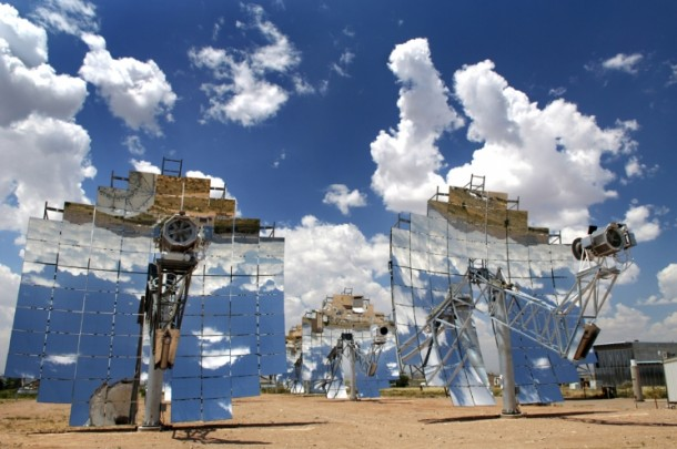 A concentrating solar power (CSP) system in Albuquerque, New Mexico. CSPs concentrate a large area sunlight with mirrors and lenses. This produces heat that is converted to head, driving an electrical power system. (Photo: Randy Montoya/Sandia National Laboratory)