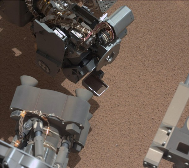 This image from the right Mast Camera (Mastcam) of NASA's Mars rover Curiosity shows a scoop full of sand and dust lifted by the rover's first use of the scoop on its robotic arm.  (Photo: NASA)