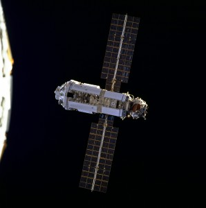 The first ISS module Zarya as seen from the space shuttle Endeavour, December 1998. (Photo:NASA)