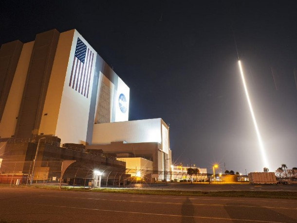 An Atlas V rocket carrying NASA's Tracking and Data Relay Satellite-K (TDRS-K), streaks past the Vehicle Assembly Building and Launch Complex 39 at Kennedy Space Center in Florida  (Photo: NASA)
