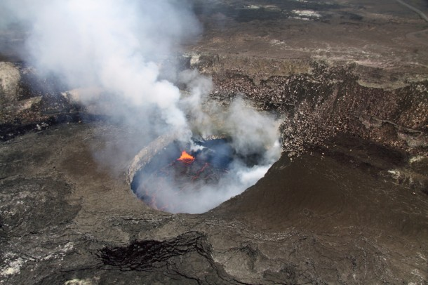 A view into the south portion of the Overlook crater at Hawaii's Kilauea volcano (Photo: US Geological Survey)
