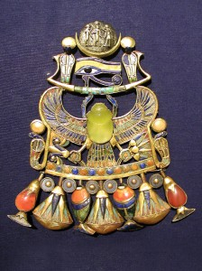 Yellow silica glass from the Libyan Desert strewn field forms the body of a scarab in this brooch that belonged to Egyptian Pharaoh Tutankhamen (Wits University)