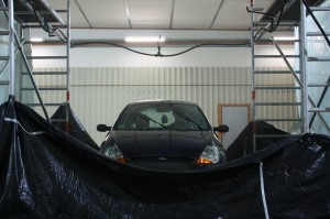 Here's a car that's being tested under the research group's rain simulator (www.ikg.uni-hannover.de, Daniel Fitzner)