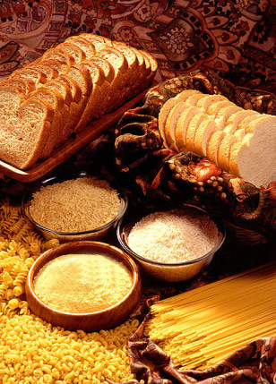 Starchy foods like breads, pasta and rice are rich in refined carbohydrates (Wikimedia Commons)