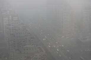 Cars drive on the Three Ring Road amid the heavy haze in Beijing February 26, 2014. China's north is suffering a pollution crisis, with the capital Beijing itself shrouded in acrid smog. Authorities have introduced anti-pollutionpolicies and often pledged to clean up the environment but the problem has not eased. (REUTERS/Jason Lee)