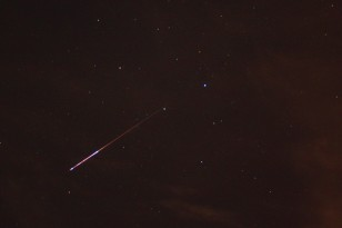 A meteor from the August 2009 Perseid meteor shower flashes across the Texas night sky. (Jared Tennant via Wikimedia Commons)