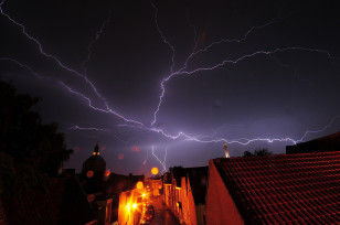 Lightning flashes across the night sky (Carolina Ödman via Flickr/Creative Commons)