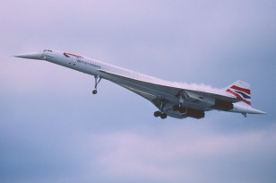 A  British Airways Concorde on its way to London from New York in June 2000 (Aero Icarus via Flickr/Creative Commons)