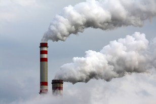 Industrial pollution - one source of CO2 emissions (©Martin Muránsky/Shutterstock.com)