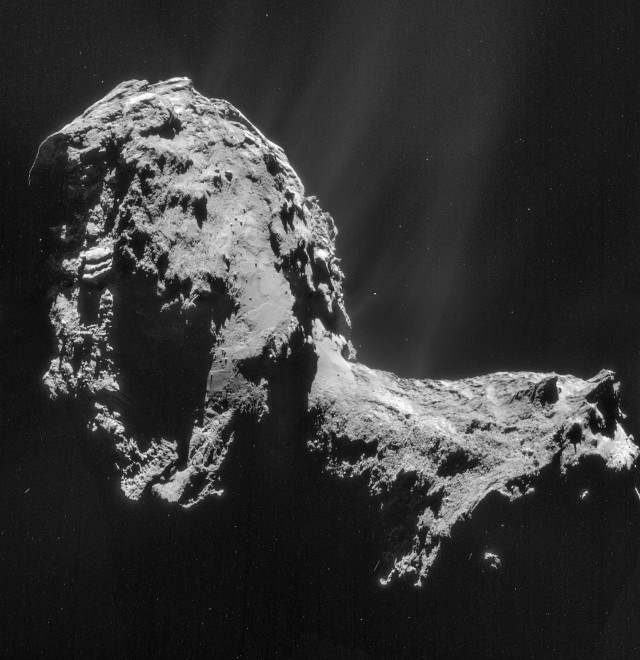 Rosetta's NavCaM snapped this shot of Comet 67P/Churyumov-Gerasimenko on November 20, 2014 ((C) ESA/Rosetta/NAVCAM – CC BY-SA IGO 3.0)