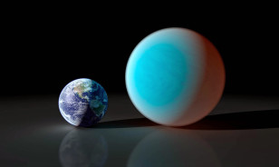 This artist's conception shows the super-Earth 55 Cancri e (right) compared to the Earth (left). Astronomers using a ground-based telescope have measure the transit of 55 Cancri e for the first time. (NASA/JPL)