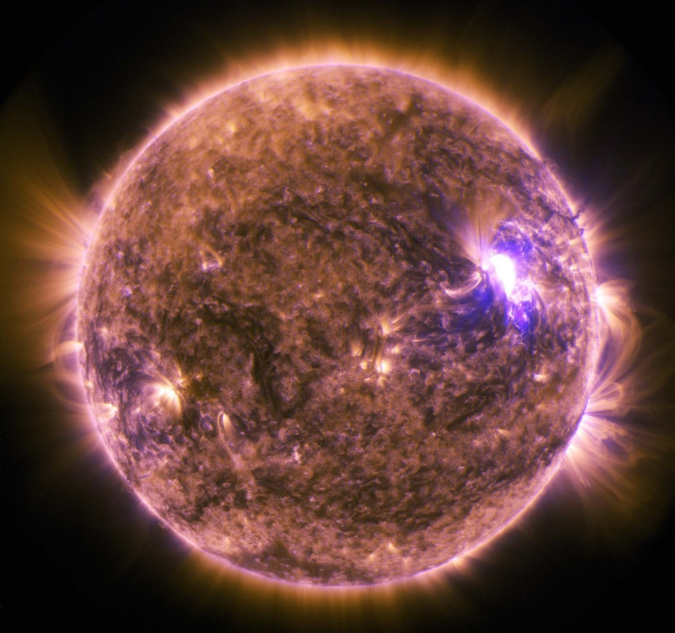 NASA's Solar Dynamics Observatory (SDO) snapped this image of the sun emitting an M7.9 class mid-level solar flare that peaked at 0816 UTC on June 25, 2015. (NASA/SDO)