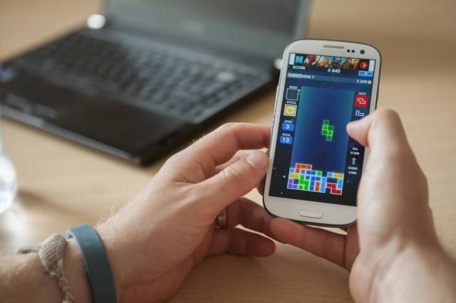 Playing Tetris on a smartphone (Plymouth University/Lloyd Russell)