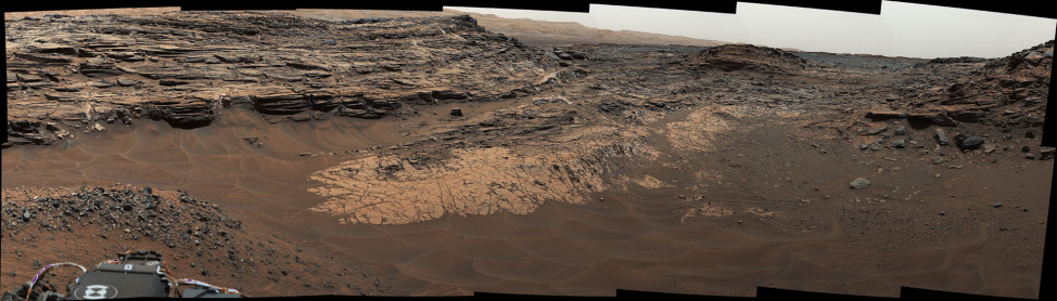 "NASA's Curiosity Mars rover shows the ""Marias Pass"" area where a lower and older geological unit of mudstone -- the pale zone in the center of the image -- lies in contact with an overlying geological unit of sandstone. (NASA/JPL-Caltech/MSSS)"