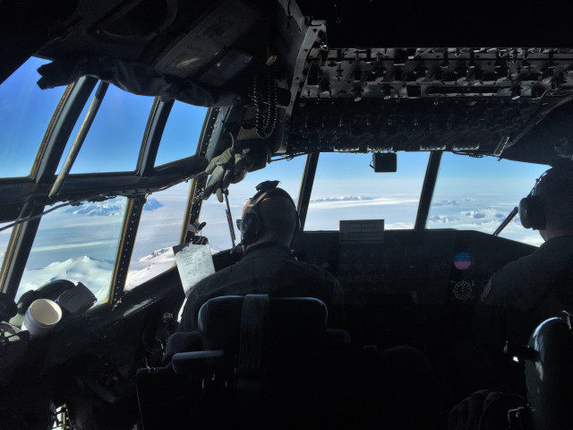 The flight deck of the C-130 as it heads to The Amundsen–Scott South Pole Station in Geographic South Pole, the southernmost place on Earth. (Photo by Refael Klein)