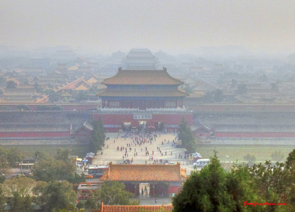 Air pollution and haze masks view of Forbidden City from the top of Jinshan (Yinan Chen/Flicker/Creative Commons)