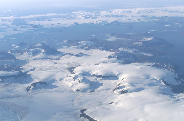 James Ross Island from NASA's DC-8 aircraft during an AirSAR 2004 mission over the Antarctic Peninsula (NASA/Wikimedia Commons)