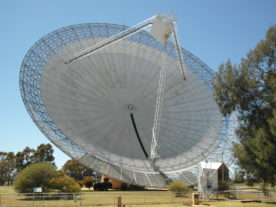 The Parkes 64m Radio Telescope in Australia (Binarysequence/Wikimedia Commons)