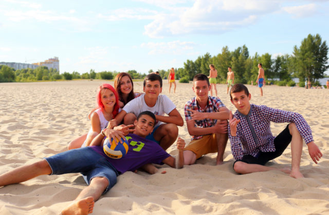 Group of teens hanging out at the beach (Vladimir Pustovit via Flickr/Creative Commons)